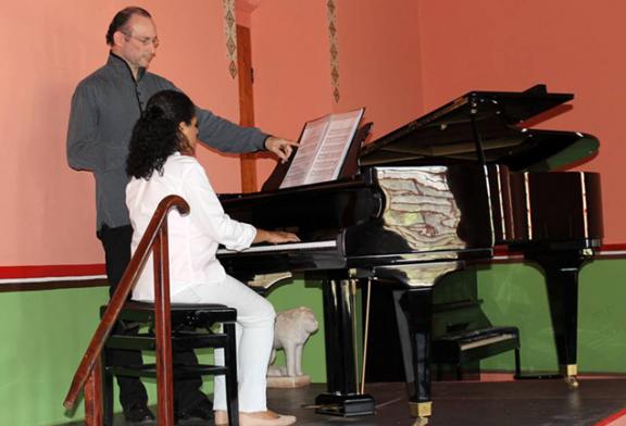 Pianista ministra Aula especial, Master Class de piano, em Cambuquira – Minas Gerais