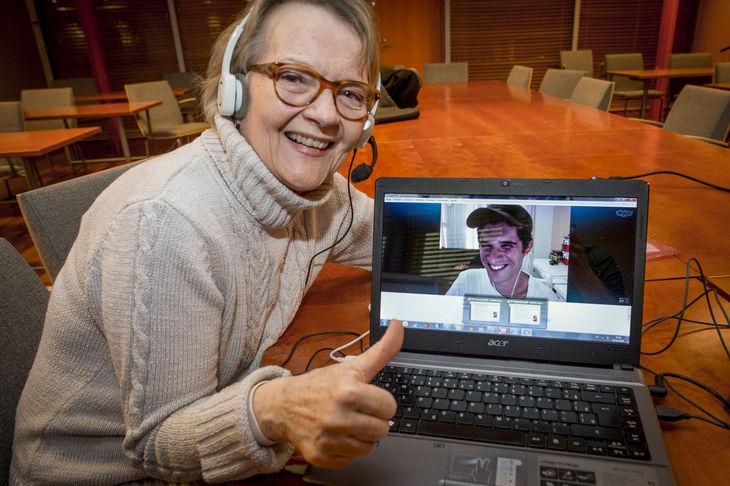 Suomalainen opettaja hoitaa työtään Brasiliaan Skypellä – katso video