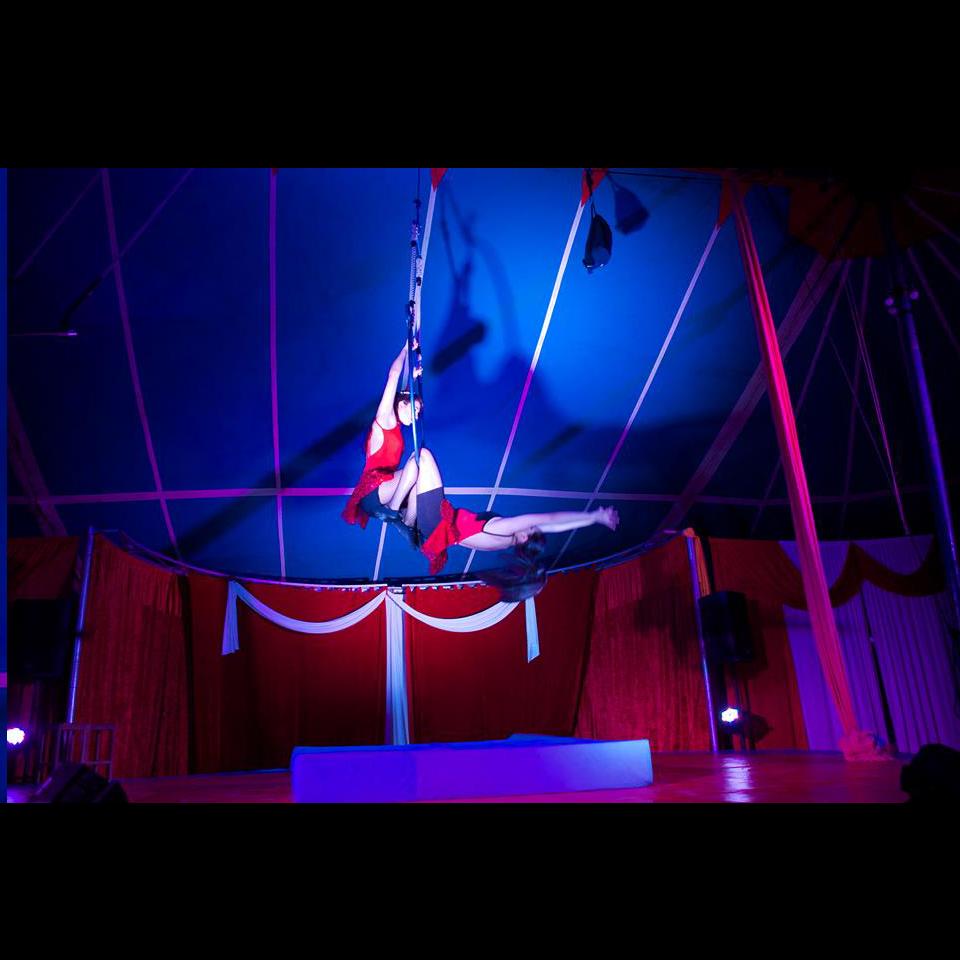 9-gran-circo-marconi-acrobata-lira