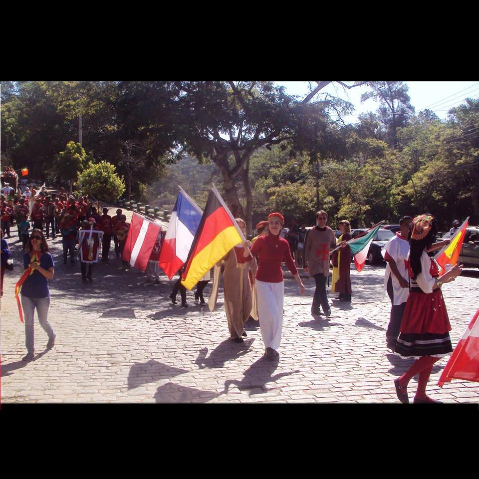 festa-do-divino-cortejo-bandeira
