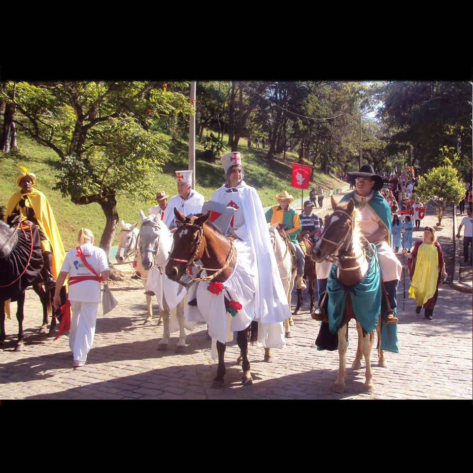 festa-do-divino-cortejo-cavaleiros