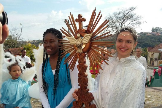 "Um pequeno ""anjo"" surpreende a todos na 13ª Festa do Divino de Cambuquira – MG"